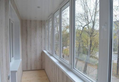 Отделка балкона и лоджии ПВХ панелями без утепления в Москве