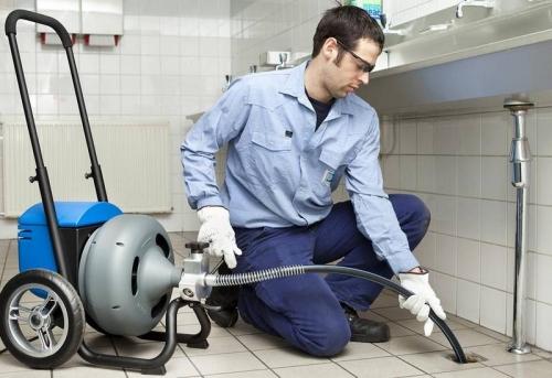 Прочистка канализации в офисе в Москве