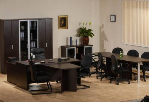 Сборка мебели в среднем офисе в Москве