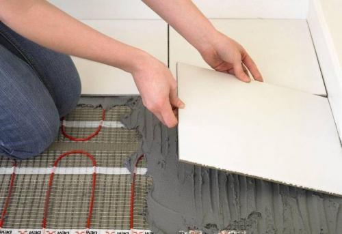 Укладка электрического теплого пола под плитку в Москве