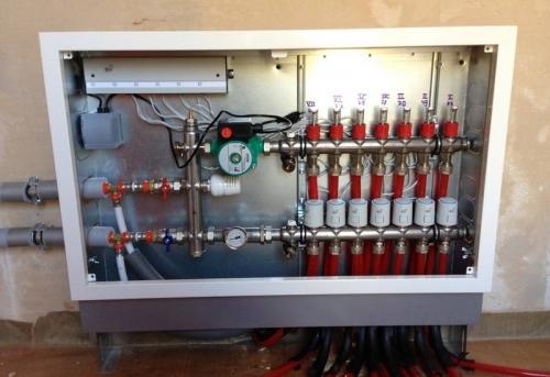 Установка циркуляционного насоса отопления в коллекторный шкаф в Москве