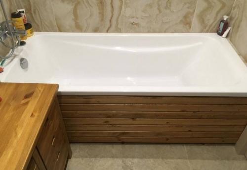 Установка деревянного экрана под ванну в Москве