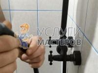 Монтаж душевой штанги в ванной