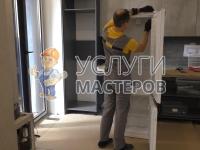 Установка холодильника в гарнитур