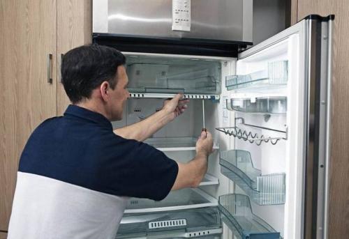 Установка и подключение встраиваемого холодильника в Москве