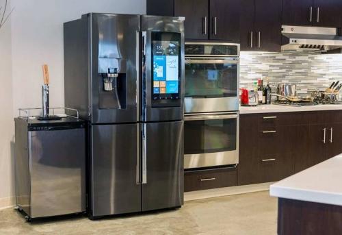 Установка и подключение холодильника с ледогенератором в Москве