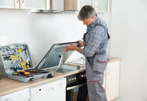 Установка варочной панели в кухонный гарнитур с врезкой в Москве