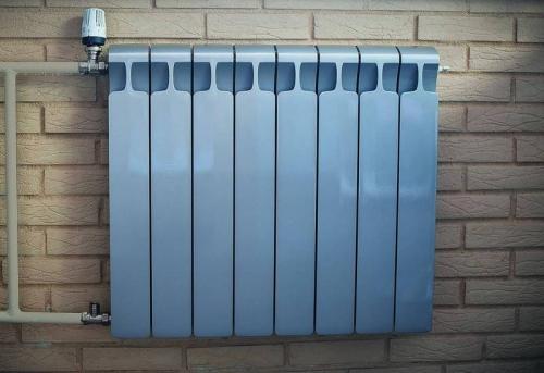 Установка радиатора отопления с терморегулятором в Москве