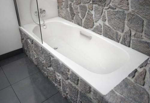 Установка стальной ванны в Москве