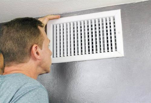 Установка вентиляционной решетки на кухне в Москве