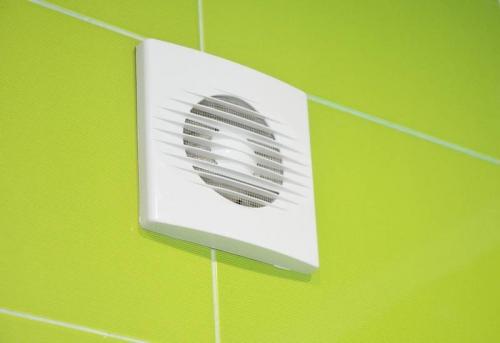 Установка вентиляционной решетки в ванной в Москве