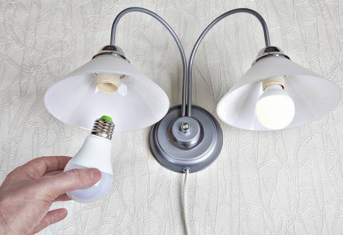 Замена лампочки настенном светильнике в Москве